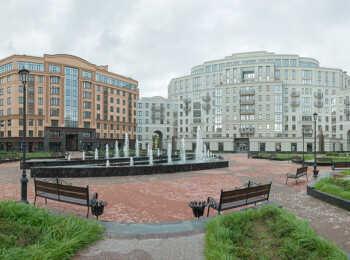 Внутренний двор с фонтанами в ЖК Парадный квартал